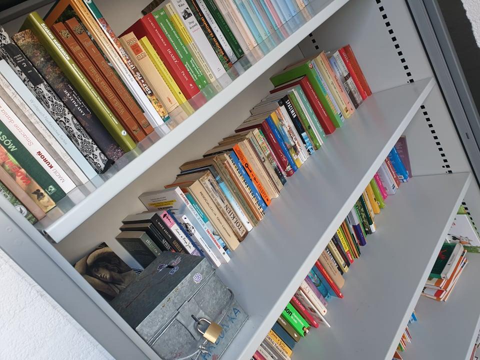 Poolse boekenkast in Tilburg, geld ingezameld